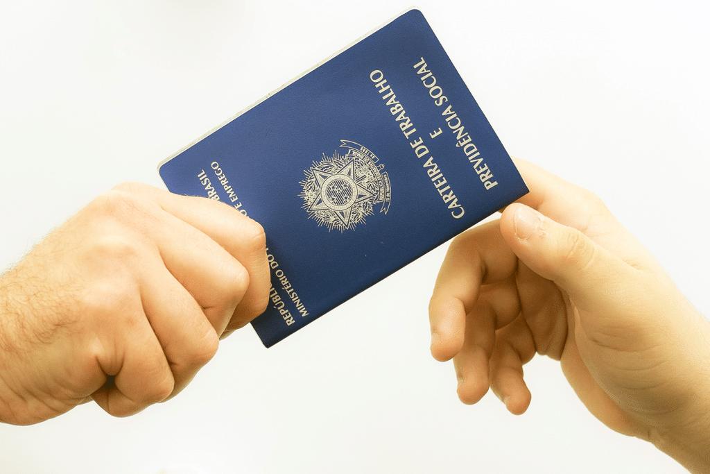 EMPREGADOS DO CONDOMÍNIO EXIGEM CUIDADOS ESPECIAIS